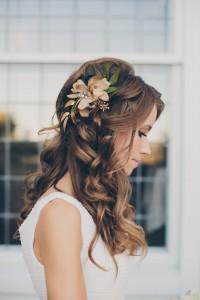Svatební účes s rozpuštěnými vlasy