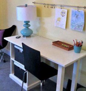 Děti potřebují psací stůl, který jim poskytne kopu místa