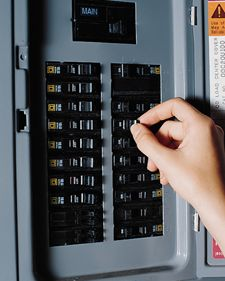 Elektroinstalační materiál a elektrické pojistky